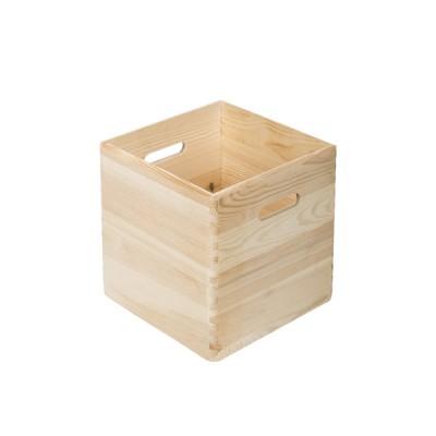 Caja apilable de madera maciza de pino.